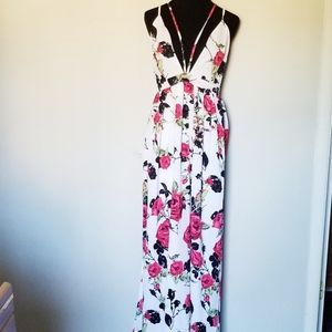 NWT L'atiste by Amy Strappy Rose Maxi Dress